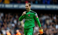 Petr Cech Main Drum saat Bakti Sosial di London