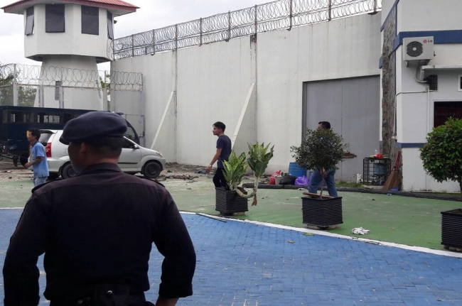 Around 200 Inmates Escape from Prison in Pekanbaru