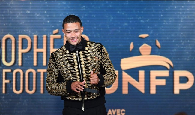 Depay Bergaya ala Michael Jackson di French Football Awards