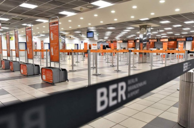 Gas Air Mata Bocor, Bandara Berlin Dievakuasi