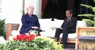 Jokowi Welcomes Lithuanian President at Freedom Palace