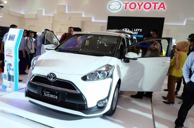 Pendapatan Global Toyota Turun 20%