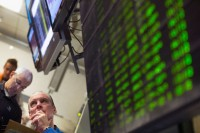 Wall Street Bervariasi Jelang Memorial Day di AS