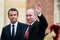 Macron Hosts Putin in Latest Diplomatic Test