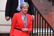 British PM Loses Majority, Faces Pressure to Resign