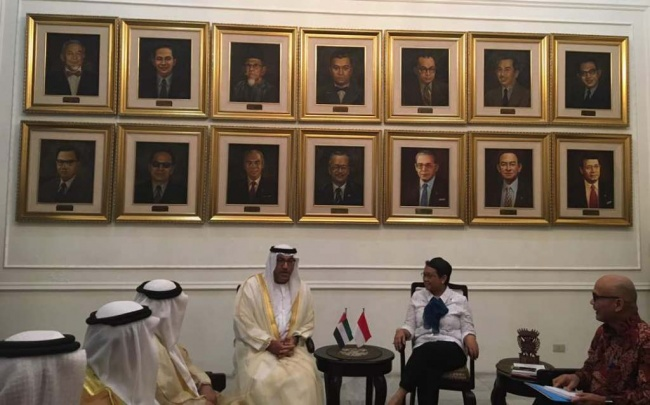 FM Retno Welcomes UAE Envoy, Discusses Qatar Crisis