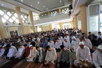Media Group Gelar Salat Id di Masjid Nursiah Daud Paloh