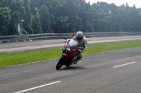 Geber Suzuki GSX di Proving Ground Bridgestone