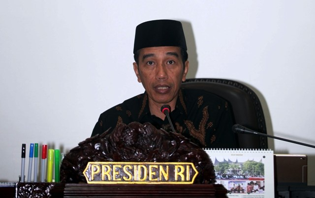Jokowi Attends APKASI Meeting