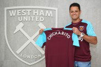 West Ham Rampungkan Transfer Chicharito