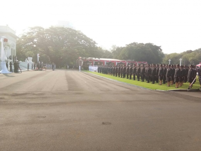 Jokowi Inaugurates Military, Police Officers
