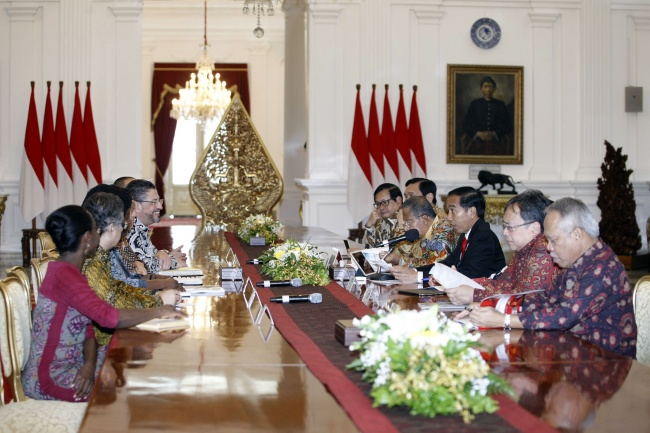 Jokowi Welcomes World Bank President at Freedom Palace