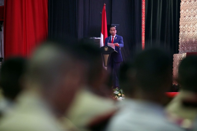 Jokowi Discusses Padang-Bukittinggi Higway Project