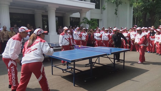 Jokowi Meets With Indonesia's SEA Games Contingent