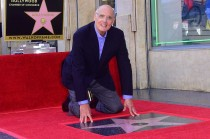 Jeffrey Tambor Terima Bintang Hollywood Walk of Fame