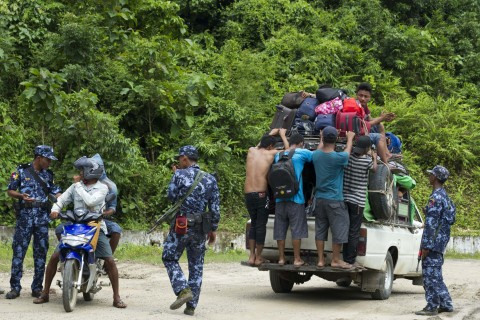 Myanmar border police check people fleeing from a conflict area at a check point near the entrance of Maungdaw township in Myanmar's Rakhine State on August 28, 2017. (Photo:AFP/STR)