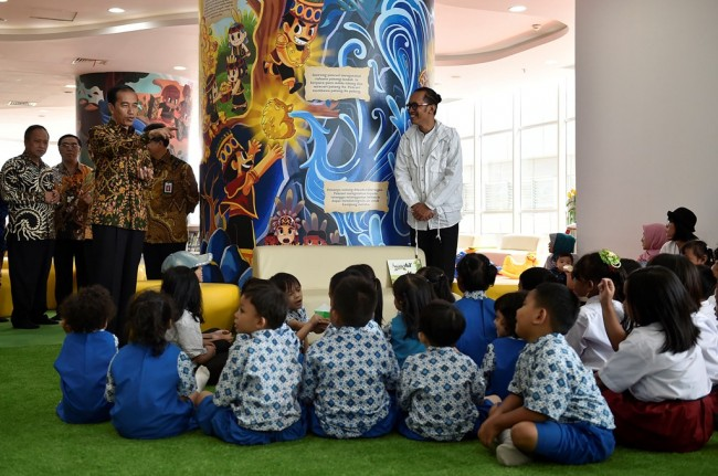President Jokowi Considers Use of Village Funds for Developing Libraries