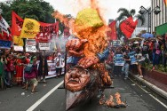 Demonstran Geruduk Kedubes AS di Manila