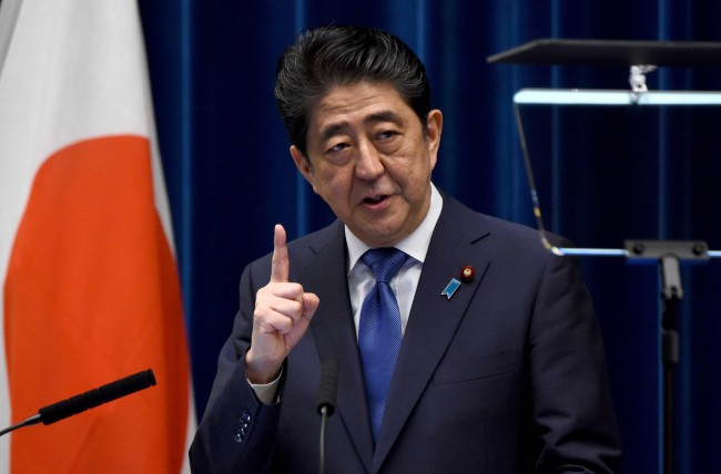 Japan Economic Data Boost PM Abe Ahead of Vote