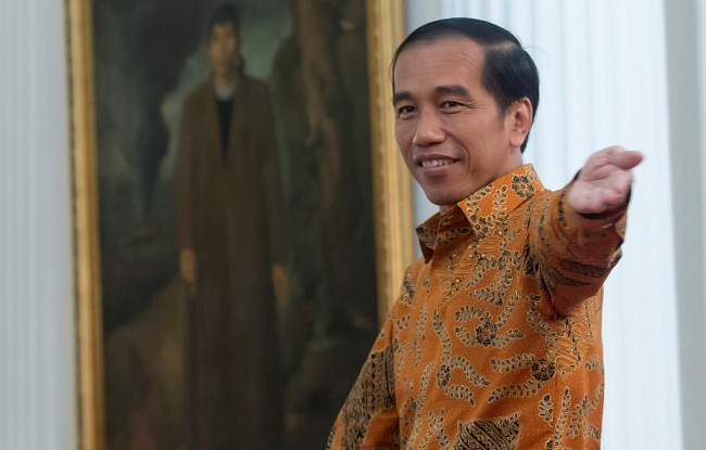 Jokowi Calls for Aid for Mount Agung and Mount Sinabung Evacuees