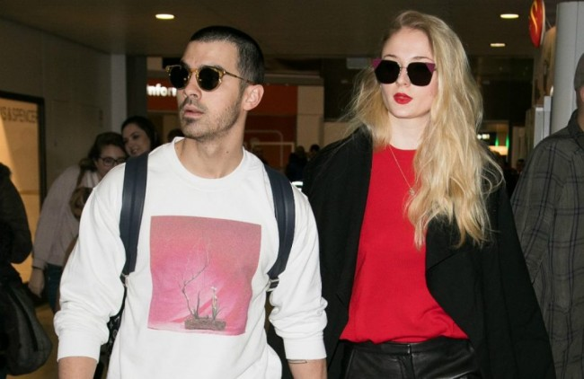 Bintang Game of Thrones Sophie Turner Bertunangan dengan Joe Jonas
