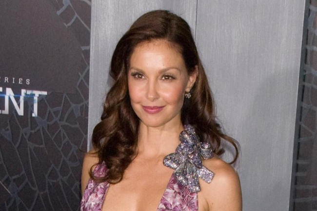 Ashley Judd Menangis Ceritakan Perilaku Asusila Harvey Weinstein