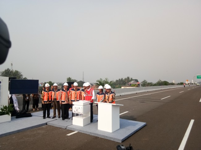 Jokowi Inaugurates Becakayu Highway