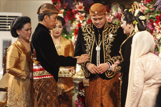 Politicians Attend Wedding of Jokowi's Daughter