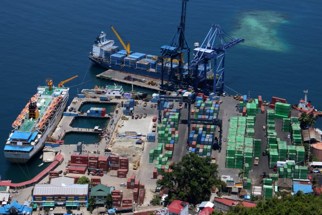 Indonesia's Trade Surplus Down to $0.9 Billion in October 2017