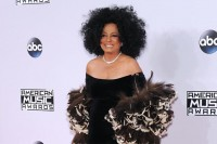 Diana Ross Raih Penghargaan Lifetime Achievement Award di AMA 2017