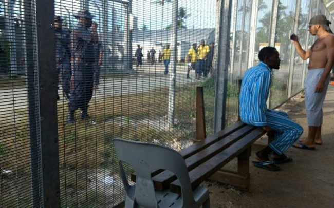 PNG Police Start Evicting Refugees from Australia Camp: Detainees