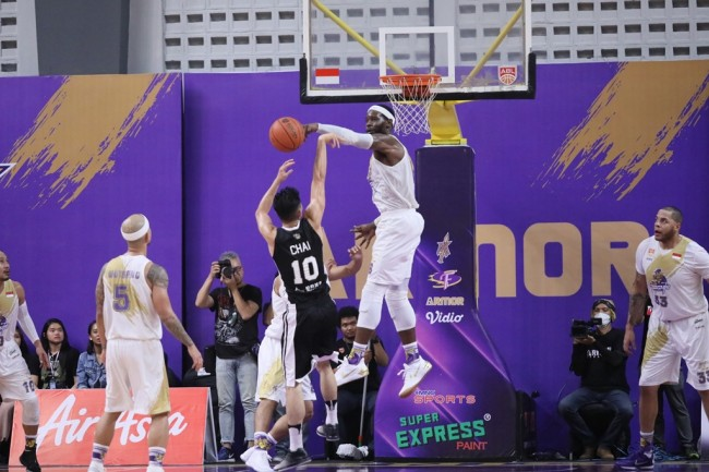 Dua Laga Tandang, CLS Knights tanpa Duke Crews