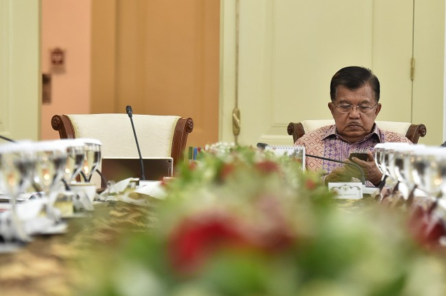 Kalla Meets with Chinese Vice PM