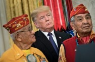 Trump Sebut Senator AS Pocahontas di Acara Veteran Indian