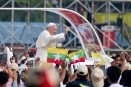 Pope Hold Open-air Mass for Myanmar Catholics