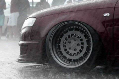 During the rainy season, or on wet road, the tires should have great performance and condition,. (Photo: RanchoDelOroCaWash)