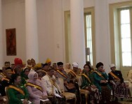 Jokowi Receives Local Kings and Sultans