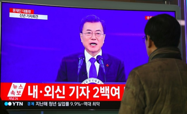 South Korea's Moon Willing to Hold Summit with Kim Jong-Un