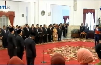 Jokowi Reshuffles Cabinet, Replaces Social Minister