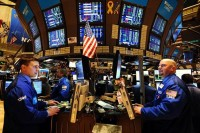 Wall Street Menguat Didukung Dow Jones Sentuh Level 26.000