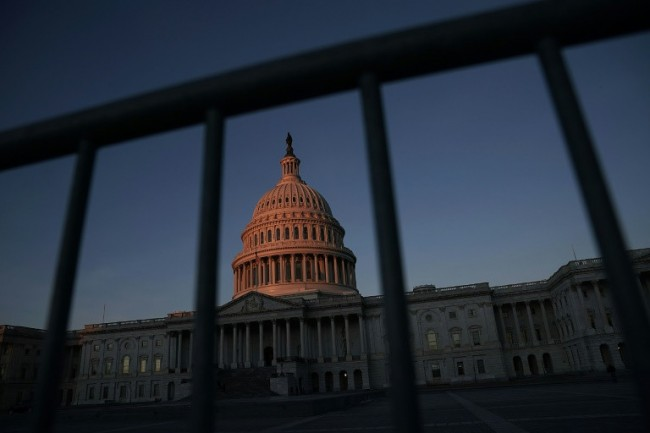 US Shutdown Extended as Crunch Vote Delayed