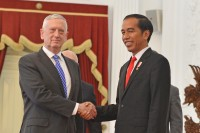 Jokowi Receives Jim Mattis at Freedom Palace