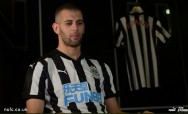 Newcastle Resmi Pinjam Striker Leicester City