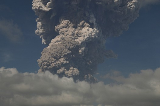 Erupsi, Gunung Sinabung Luncurkan Awan Panas Sejauh 5 Km