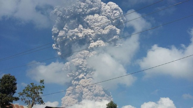 Mount Sinabung Erupts, Covering 8 Districts in Ash