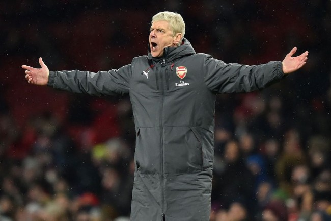 Everton Ingin Bajak Arsene Wenger