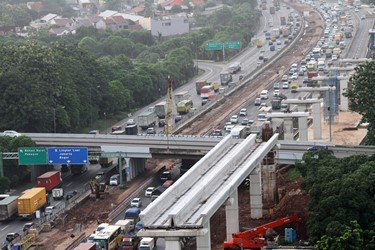 The government is optimistic the Jakarta-Cikampek elevated toll road will be operational by 2019. (Photo:Antara/Risky Andrianto)