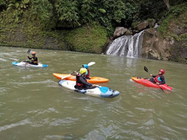 Kayaking, Gaya Traveling Antimainstream