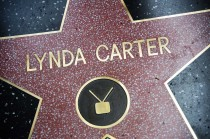 Lynda 'Wonder Women' Carter Peroleh Hollywood Walk of Fame