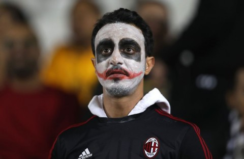 Fan AC Milan (AFP PHOTO / KARIM JAAFAR)